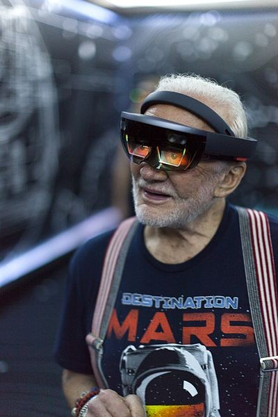 apollo-11-astronaut-buzz-aldrin-tries-out-microsoft-hololens