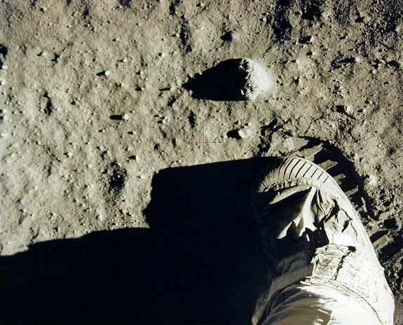 apollo-11-footprints