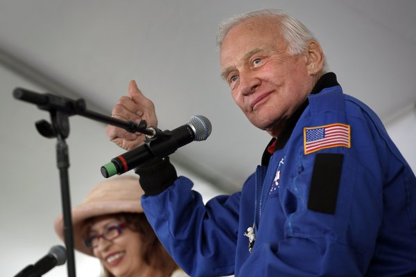 Buzz Aldrin to be Grand Marshal of 2013 Hollywood Christmas Parade